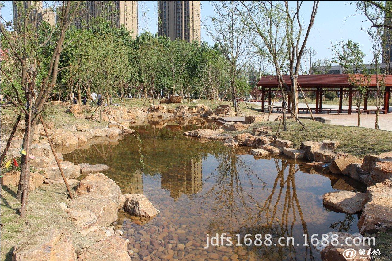 园林小溪护坡堤风景