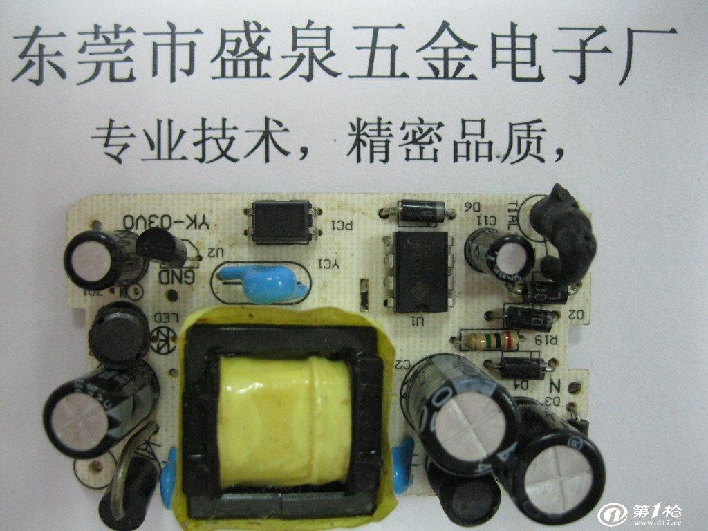 旅游充电器  输入:ac 90-264v 50/60hz 两组电路独立输出设计,使用usb