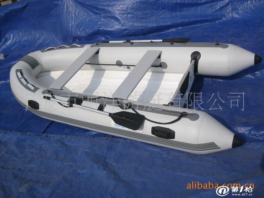 涂层专用汽艇布,船头采用符合风阻力学设计,气舱采用多气室密隔结构