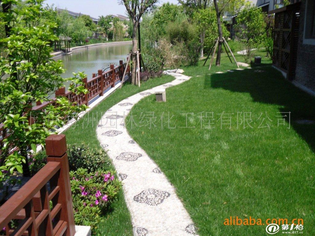 上海海洲園林綠化工程有限公司是一家集景觀設計、園林綠化、施工、養護及園林古建工程為一體的綜合性企業。 公司下設上海、浙江兩個分公司,并在浙江有580畝的苗木基地。我們注重科技創新,工程技術優勢明顯,先后研發出多項園林工程施工新技術,尤其在古建工程方面,頗有成就。同時面向庭院、小區、廠區、廣場、道路、屋頂花園、私人會所等平面及立體的綠化施工,并承攬噴灌、照明設施的安裝、調試和維護等。 上海海洲園林綠化工程有限公司繼往開來,以誠信為本,勵精圖治,立足于江浙滬的園林綠化大市場,努力美化、綠化江浙滬地區,始終以