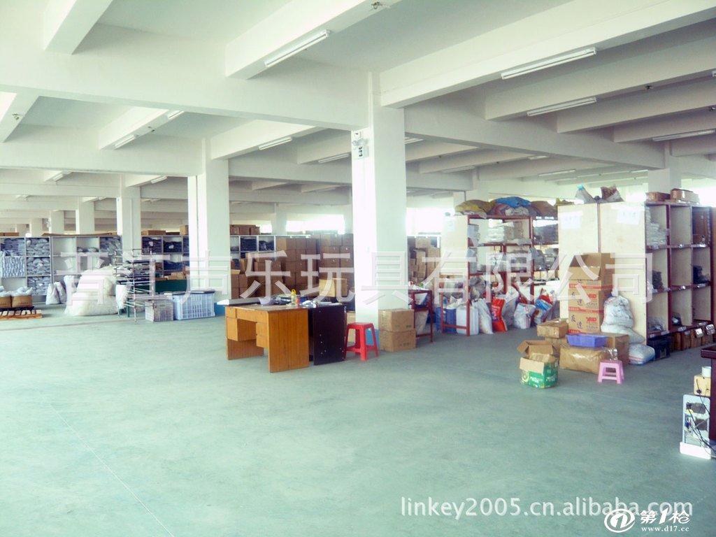 晋江声乐玩具有限公司成立于1994年,座落于福建省闽南著名侨乡、玩具生产重镇----安海; 距晋江机场20分车程。 公司集设计、开发、生产于一体 (注塑、模具、组装),产品严格按照客户的要求生产,公司生产的MQ电子琴系列种类繁多,款式新颖,产品远销中东,南美,印度,韩国,日本等多个国家,并获得客户的一致肯定。 多年来,我司始终坚持以质量第一、客户至上的宗旨,除自身产品不断创新研发外,也以OEM(来料加工)和ODM(定牌生产)的方式与业内同行及国内外客户合作,共同发展。 公司每年都会有几十款新产品