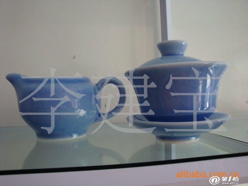 陶瓷工艺品动物摆设  瓷器质地洁白坚硬,工艺精良,造型雅致,色泽莹润.