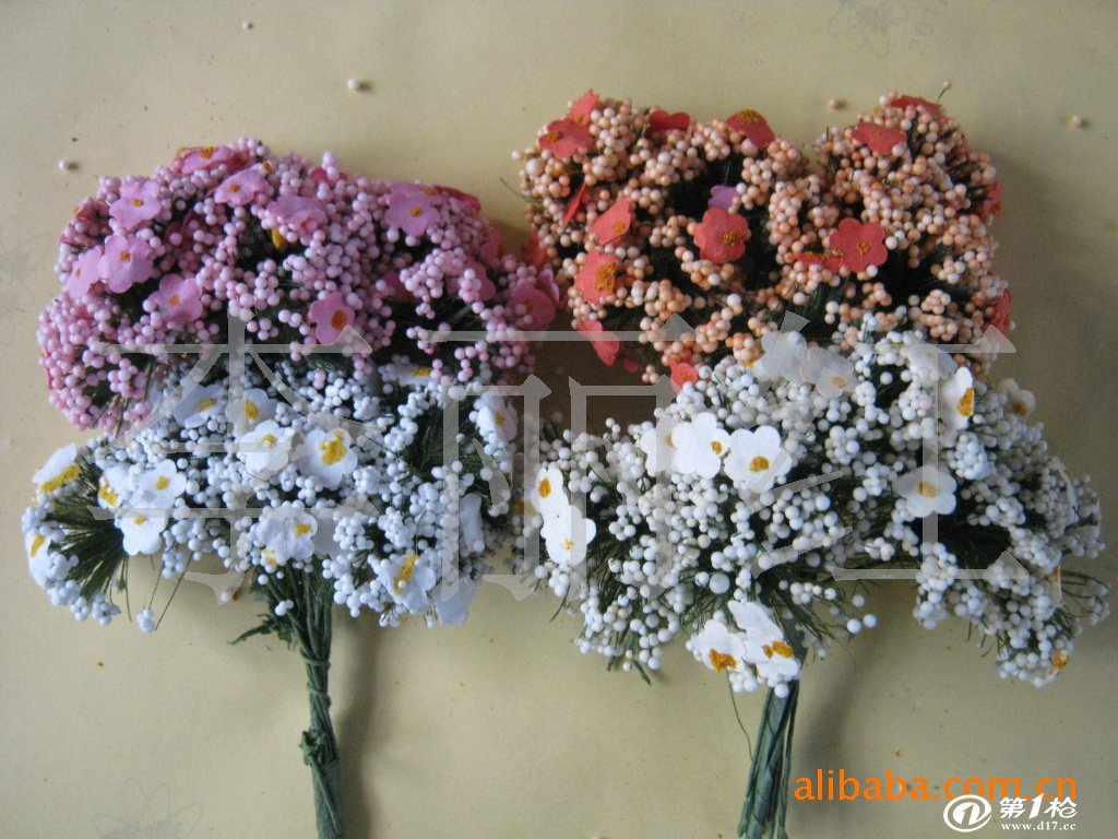 手工艺花形态逼真,娇艳俗滴,它的生命力长久,而且没有半点鲜花的娇气:花杆任意弯曲,花叶随意卷曲,花瓣不怕搓揉,而不会变形,便于贮存、 包装和运输和管理。这是仿真花贸易蓬勃兴旺的直接动力。 因为仿真花多为绢、丝、布类制成,十分环保;而又因其逼真、神似的鲜花效果,满足了人们对鲜花的渴望;加之设计师们用神韵的配色、巧妙的搭配、高档的用料,让仿真花饰品堂而皇之步入高贵、典雅的时尚殿堂 照屏塑花是一家2007年成立并与多家厂方合作的工厂!我们本着质量求生存, 信誉第一。面向大众。低价格高质量的原则。开发出,数百个
