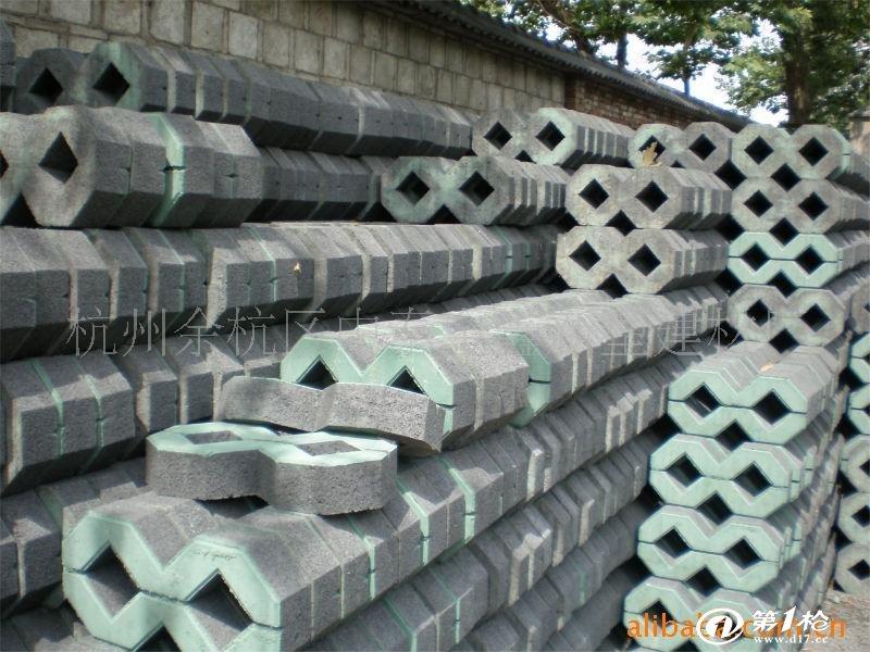以石米,中粗砂为原料,采用高频震荡,高压成型的方式生产,集互锁和绿