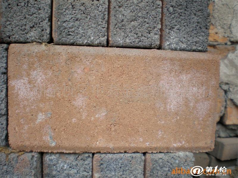 以石米,中粗砂为原料,采用高频震荡,高压成型的方式生产,集互锁和绿色